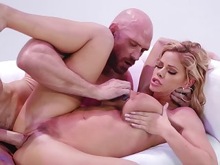 Buxom blonde Jessa Rhodes is drilled by battle-scarred stallion